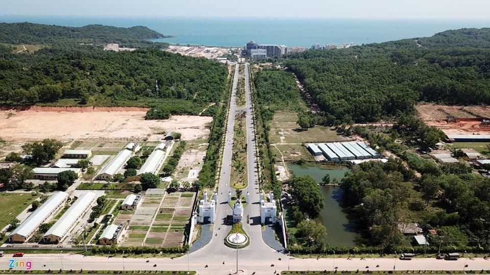 Đường xá rộng đẹp dẫn tới các khu khách sạn 5 sao Phú Quốc