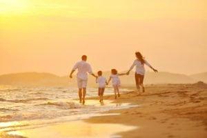 Cả gia điình cùng dạo biển ngắm bình minh tại InterContinental Phú Quốc