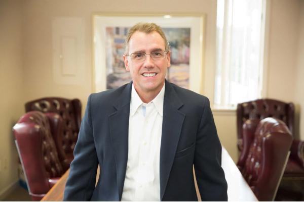 Tom Corley, nhà phân tích tài chính, tác giả sách bán chạy và người thực hiện nghiên cứu về Thói quen của người giàu.
