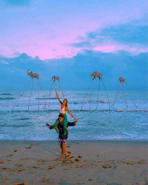 Biển đảo đẹp, thưa vắng Những bãi biển và hòn đảo quanh Phú Quốc là nơi lý tưởng để du khách thoát khỏi cảnh chen chúc khi đi nghỉ mát. Du khách có thể tìm đến bãi Sao, bãi Dài, bãi Trường (ảnh), bãi Ông Lang, hòn Xưởng, hòn Mây Rút Trong, hòn Thơm... Ảnh: Chiara Breschi.
