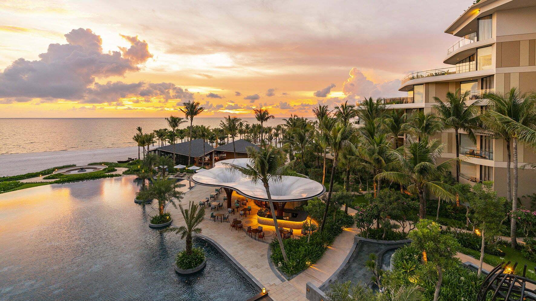 InterContinental Hotels & Resorts - Thương hiệu của sự sang trọng, đẳng cấp bậc nhất đã được khẳng định trên toàn thế giới qua nhiều giải thưởng cao quý trong lĩnh vực khách sạn & nghỉ dưỡng