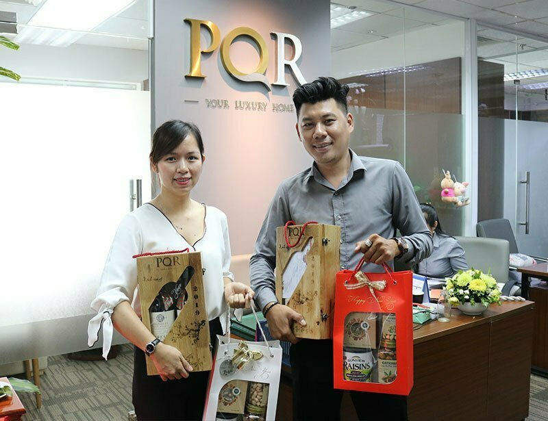 Nhân dịp cuối năm, PQR gửi tặng đến Quý Khách hàng, Quý Đối tác những phần quà tri ân hằm bày tỏ sự quan tâm và tri ân đến các khách hàng. Đây là một lời cảm ơn gửi tới Quý khách hàng và Quý Đối tác thân thiết đã và đang đồng hành cùng sự phát triển của PQR trong suốt thời gian qua.