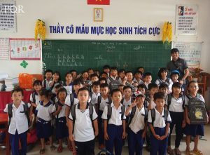 PQR vui trung thu cùng các bé khó khăn, học giỏi nơi đảo xa