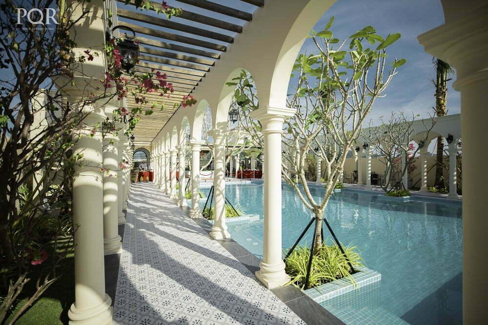 Kiến trúc cổ điển Tây Ban Nha pha trộn sự ngọt ngào của Đảo Ngọc tạo nên vẻ đẹp quyến rũ làm say mê người thưởng thức